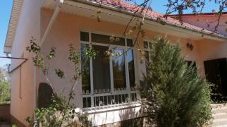 Продается дом в пригороде Евпатории, в с.Уютном.