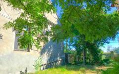 Квартира на земле с выделенным двориком
